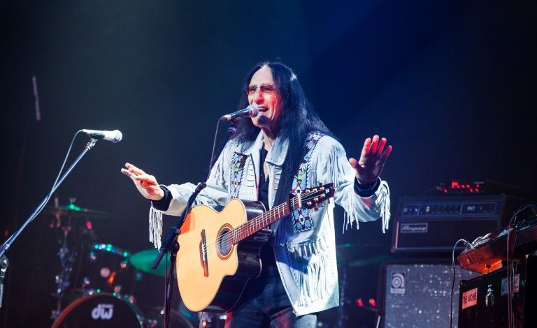 Ken Hensley (UK) & Five Fifteen Liput